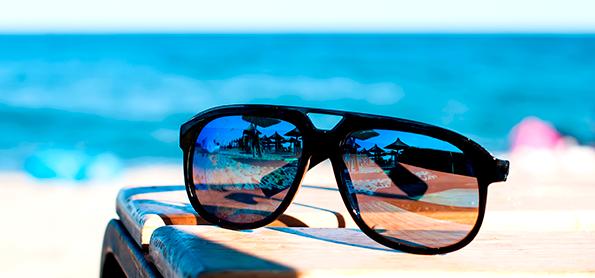 0420fb57d1916 Conheça o perigo de usar óculos de sol falsificados - Categoria - Notícias  Climatempo
