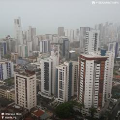 Chuva forte provoca alagamentos em Recife
