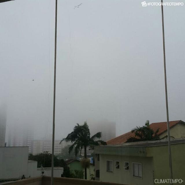 SP_Santo-Andre_-Aline-Tochio-18-9-17-nevoeiro-no-fim-da-tarde