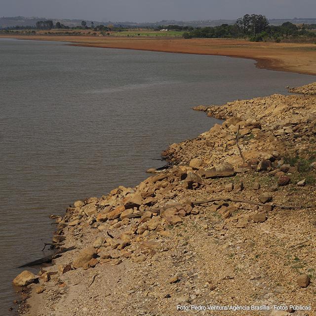 crise hídrica em <a href='/previsao-do-tempo/cidade/61/brasilia-df' >Brasília</a>
