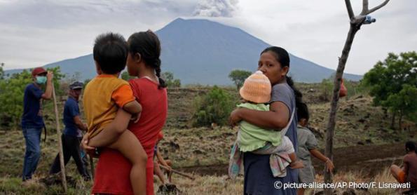 Aeroporto de Bali reabre após deslocamento de cinzas vulcânicas