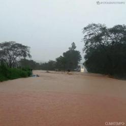 Rio Doce atinge cota de alerta em Governador Valadares