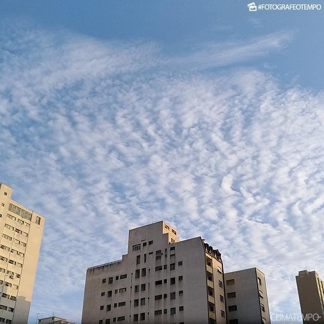 SP_SãoPaulo_PaulaSoares_05122017_sol_nuvens_amanhecer