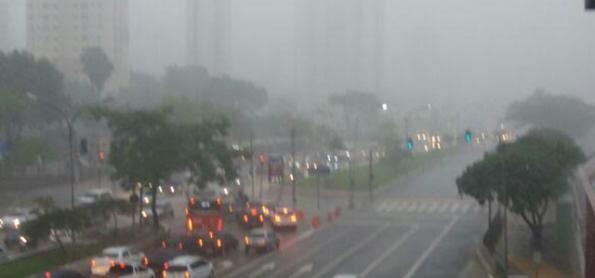Segunda-feira de chuva em SP