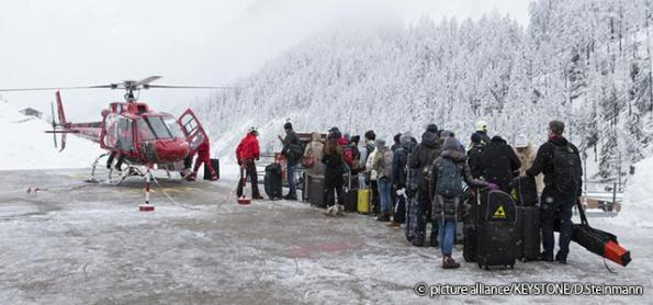 Neve isola 13 mil turistas em resort de esqui suíço