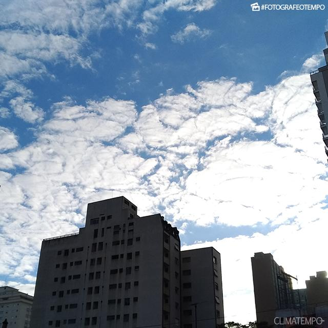 SP_SãoPaulo_PaulaSoares_31072017_sol_nuvens