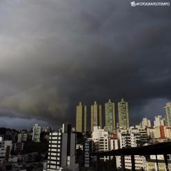 Chove forte na região de Salvador