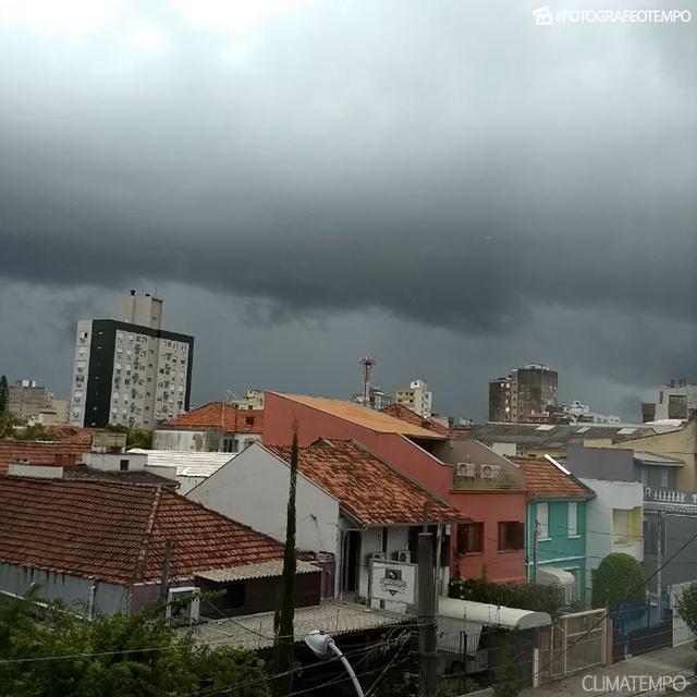 RS--porto-alegre---elisa-xavier---20-02-2018--chuva
