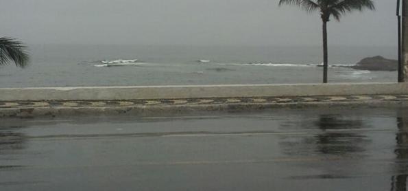 Salvador amanhece debaixo de muita chuva