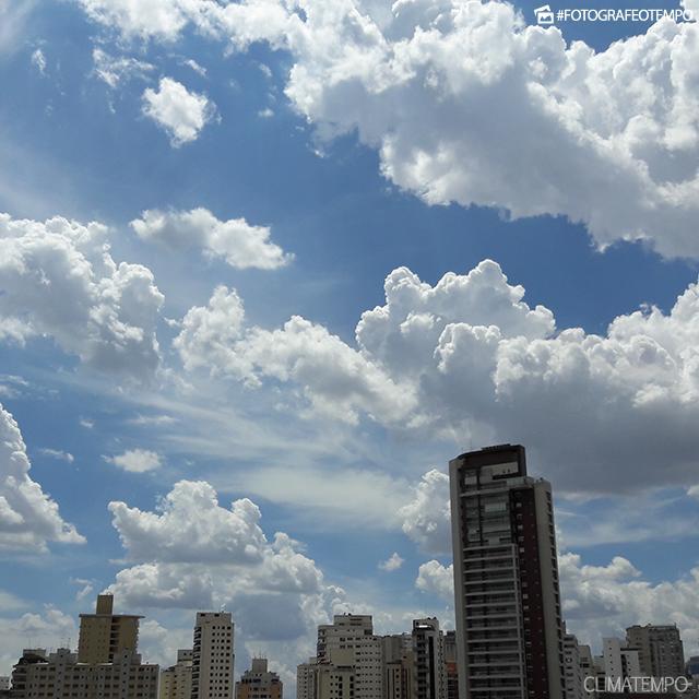 SP_São-Paulo-por-Camila-Ramos-22-2-17-cumulos-voltaram-a-se-formar