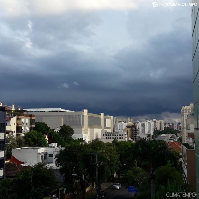 RS_Porto-Alegre-por-Patricia-Marques-15-1-18-temporal-chegando