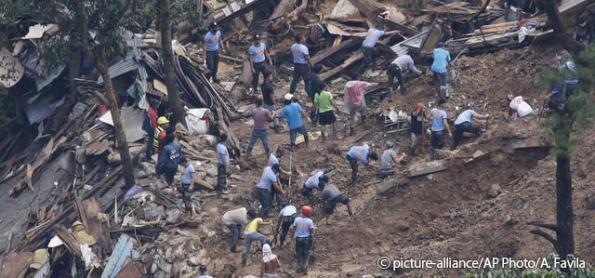 Tufão deixa rastro de destruição das Filipinas à China