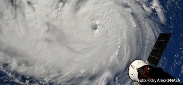 Costa leste dos EUA se prepara para maior furacão em décadas