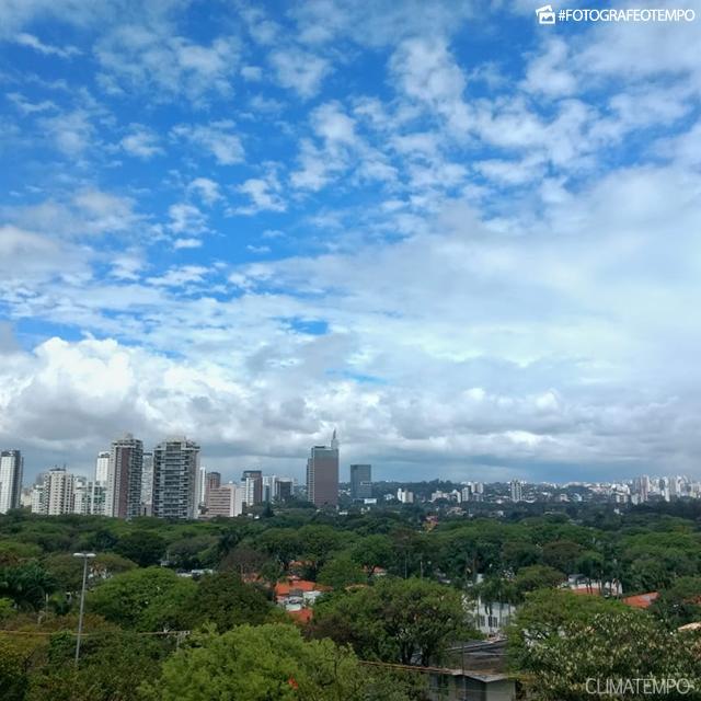SP_São-Paulo-por-André-C.-4-9-18-muitas-nuvens