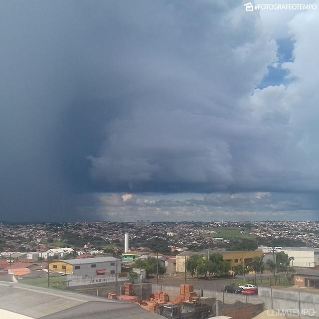 PR_Londrina-por-Eduardo-2-1-17-nuvem-de-tempestade