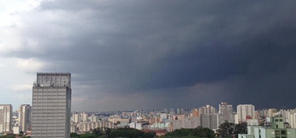 Quarta-feira com chuva forte e queda de temperatura em SP