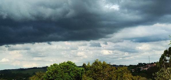 Nuvens de chuva voltam a crescer pelo Sudeste nesta terça