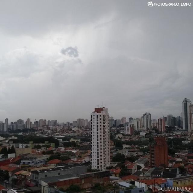 SP_São-Paulo-por-Angela-Ruiz-11-1-18-muitas-nuvens-e-chuva_1