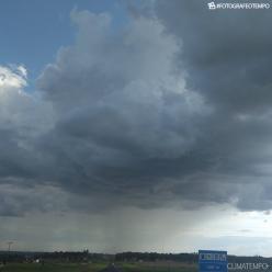 Nuvens de temporal avançam sobre SP