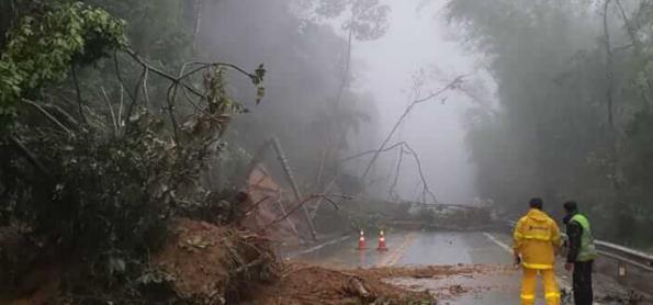Chuva pode causar interdição no trecho de serra no litoral de SP