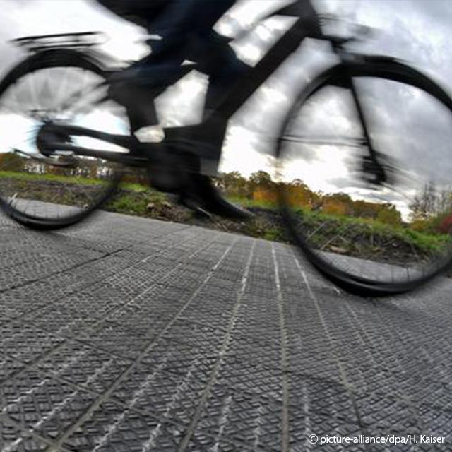 Post_Alemanha testa ciclovia geradora de energia solar