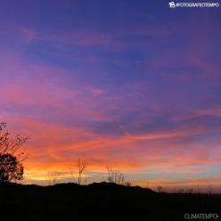 Céu amanhece alaranjado em cidades de Santa Catarina