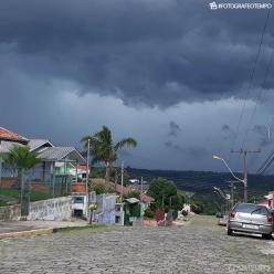Áreas de instabilidade provocam muita chuva no RS