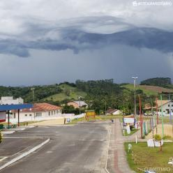 Santa Catarina e Paraná com risco de chuva forte