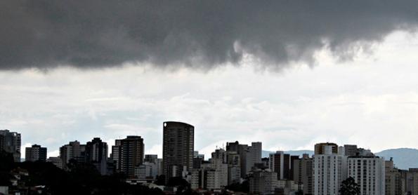 Chuva aumenta sobre a Grande SP e não tem hora para parar