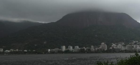Frente fria causa chuva e queda da temperatura no RJ