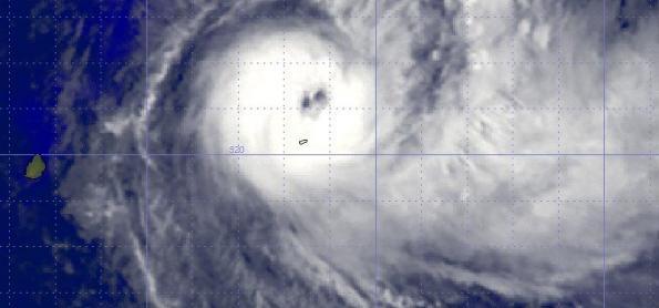 Poderoso ciclone tropical no oceano Índico Sul