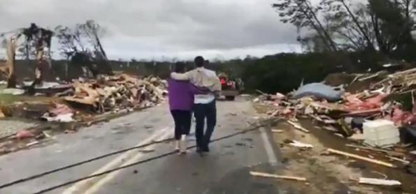 Tornado mata pelo menos 23 no Alabama