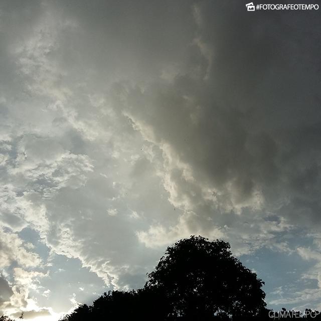 SP_Itapira-por-Guilherme-Gaspardi-14-12-18-muitas-nuvens