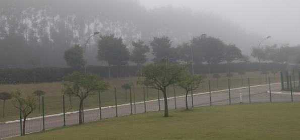 Atenção nas estradas e aeroportos por causa do nevoeiro