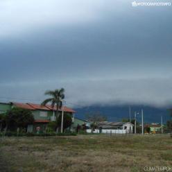 Forte frente fria avança sobre o Sul do Brasil