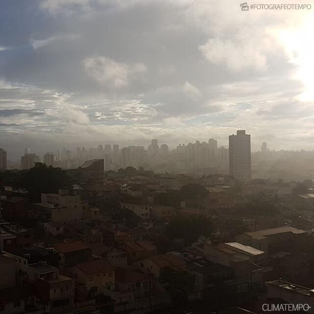 SP_São-Paulo-por-João-Basso-16-5-19_muitas-nuvens-e-sol