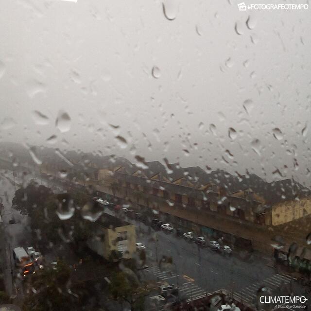 RS_Porto-Alegre-por-Helô-Brodt-23-7-19-chuva-forte