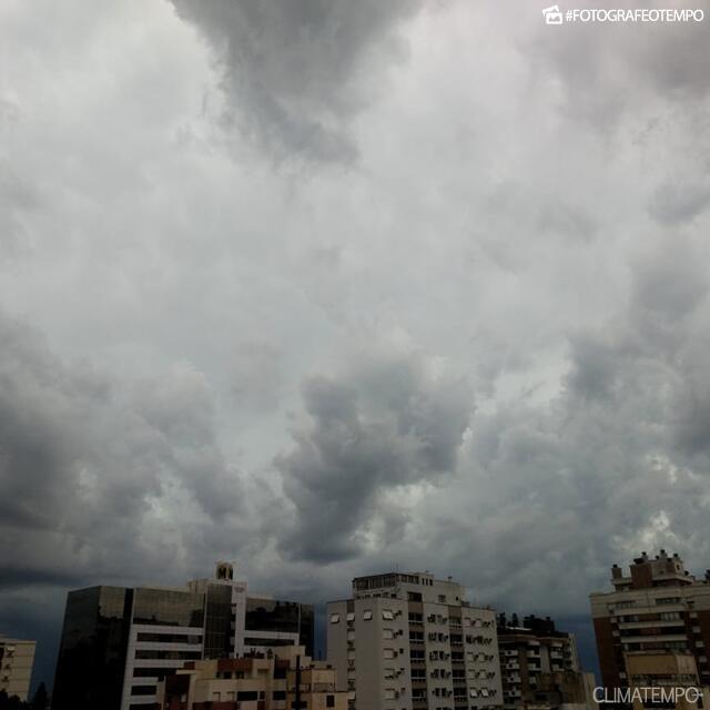 RS_Porto-Alegre-por-André-C.-11-2-19-nuvens-carregadas