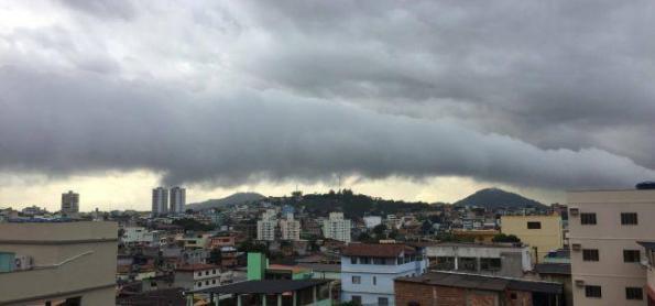 Nuvem rara é observada no litoral paulista