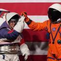 Nasa apresenta novos trajes espaciais para missão na Lua