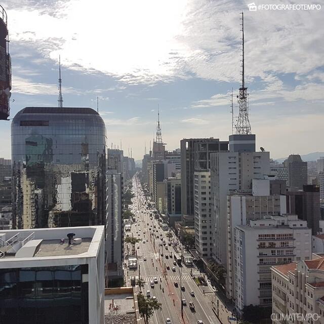 SP_São-Paulo-por-João-Basso-28-5-19-sol-e-nuvens-altas