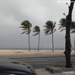 Chuva volta a cair forte sobre o RJ