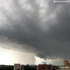 Após temporal, Curitiba tem mais chuva nesta sexta