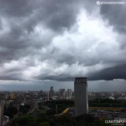 Chuva começa mais cedo na Grande SP e vem forte novamente