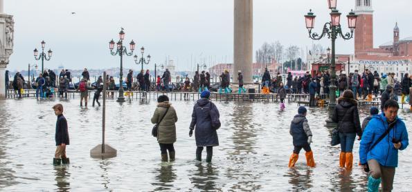Problemas em Veneza permanecem após grande inundação