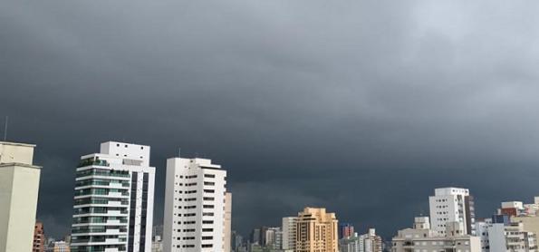 Calor e mais pancadas de chuva neste domingo em SP
