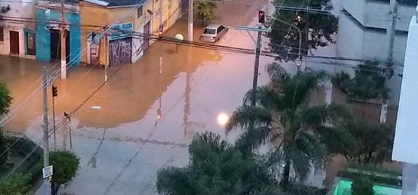 Tive contato com água da enchente. E agora?