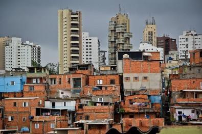 Déficit habitacional é obstáculo para isolamento vertical