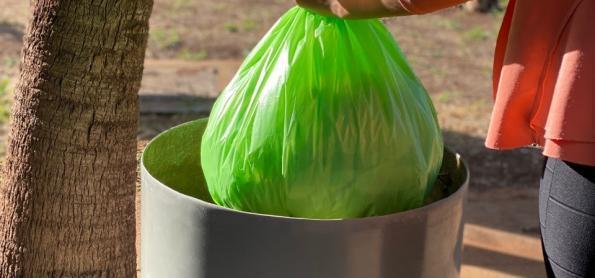 Brasil produz primeiro saco para lixo com zero carbono