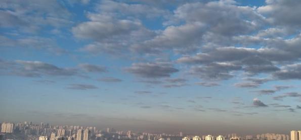 Frente fria chega a São Paulo e quebra bloqueio do ar seco
